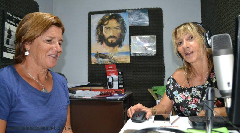 Fernanda Zanlungo junto a Mónica del Castillo en la entrevista radial