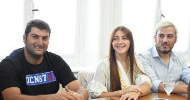 Laureano Papini, Oriana Roldán y Marcelo Quintana junto a Aiola