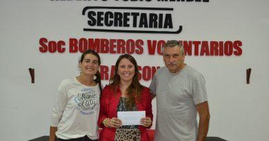 Mariel Rubiolo recibe su premio mensual de 4 mil pesos
