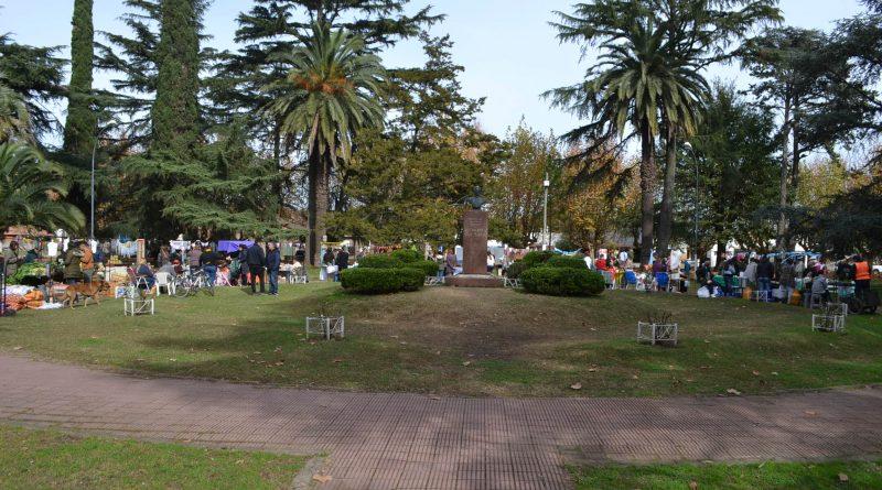"""""""1º Mercado de Productos Regionales"""", en plaza General San Martín de Rawson"""