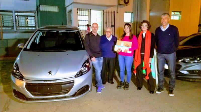 Ayelén Karen Fanucce recibe su premio
